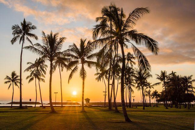 ハワイでタダで感動的な夕日を楽しもう!オアフ島のサンセットスポット5選 | TABIZINE~人生に旅心を~