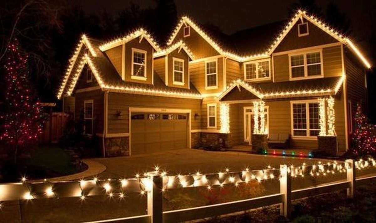 Nouveau Deco Noel Fenetre Fait Maison In 2020 Decorating With Christmas Lights Christmas House Lights Hanging Christmas Lights