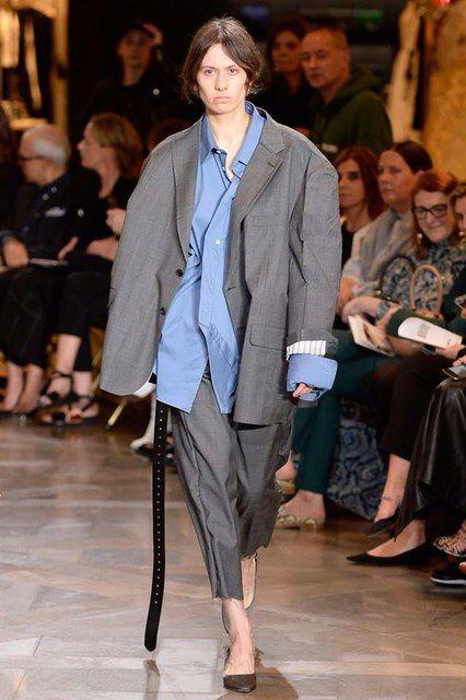 Vetements spring 2017 ready to wear fashion show - Look bureau femme ...