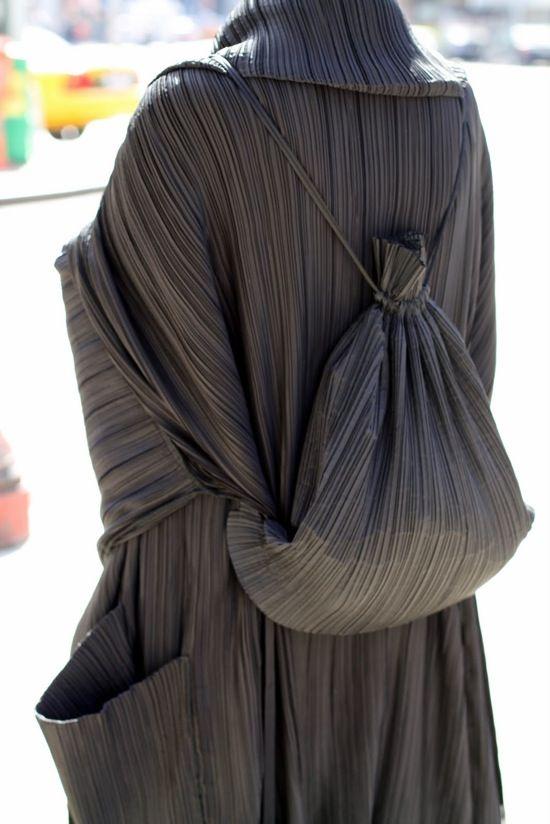 Miyake Tenue Avec Tissu Unique Tout En Longueur