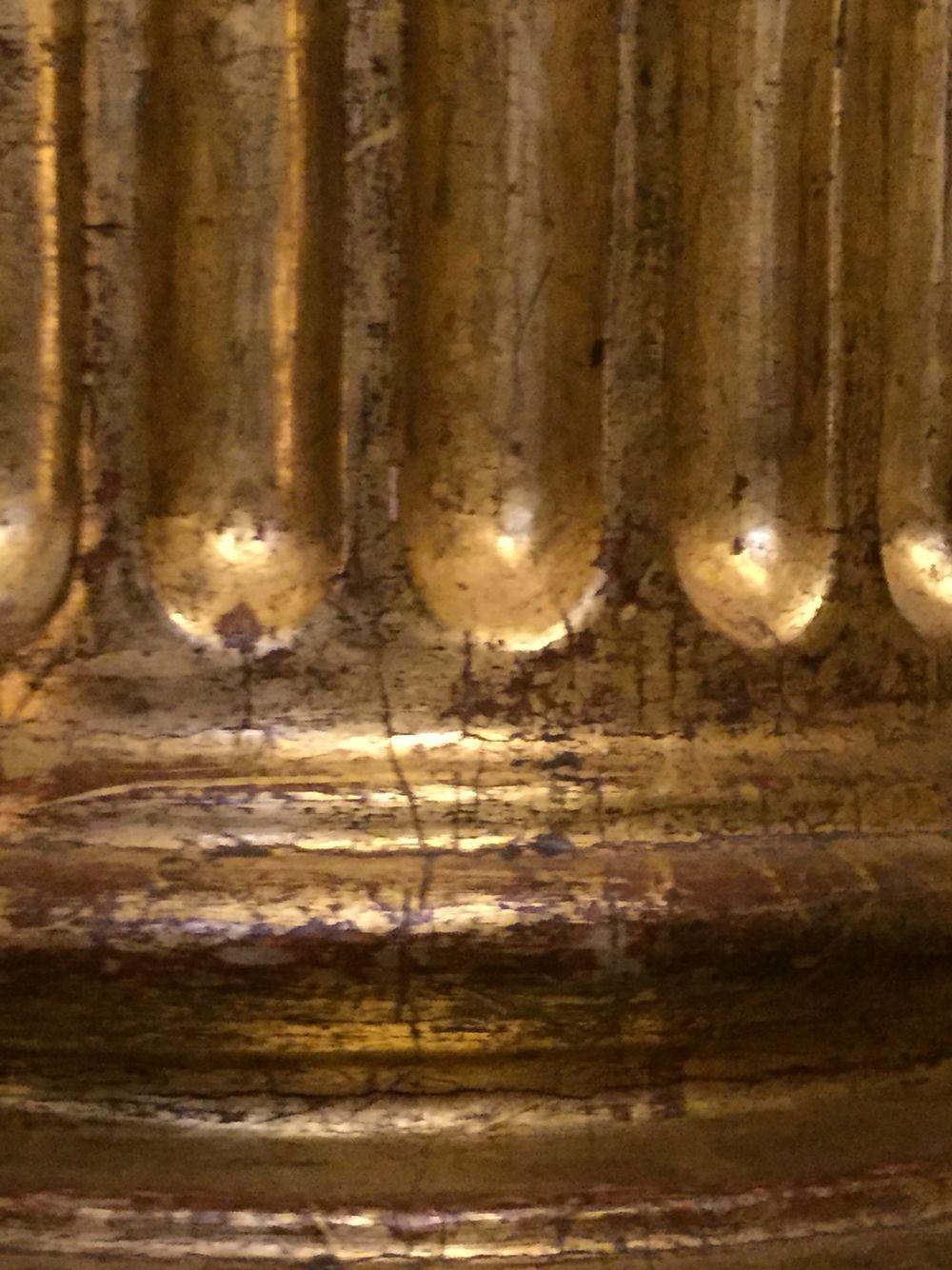 Base de columna y estrías.