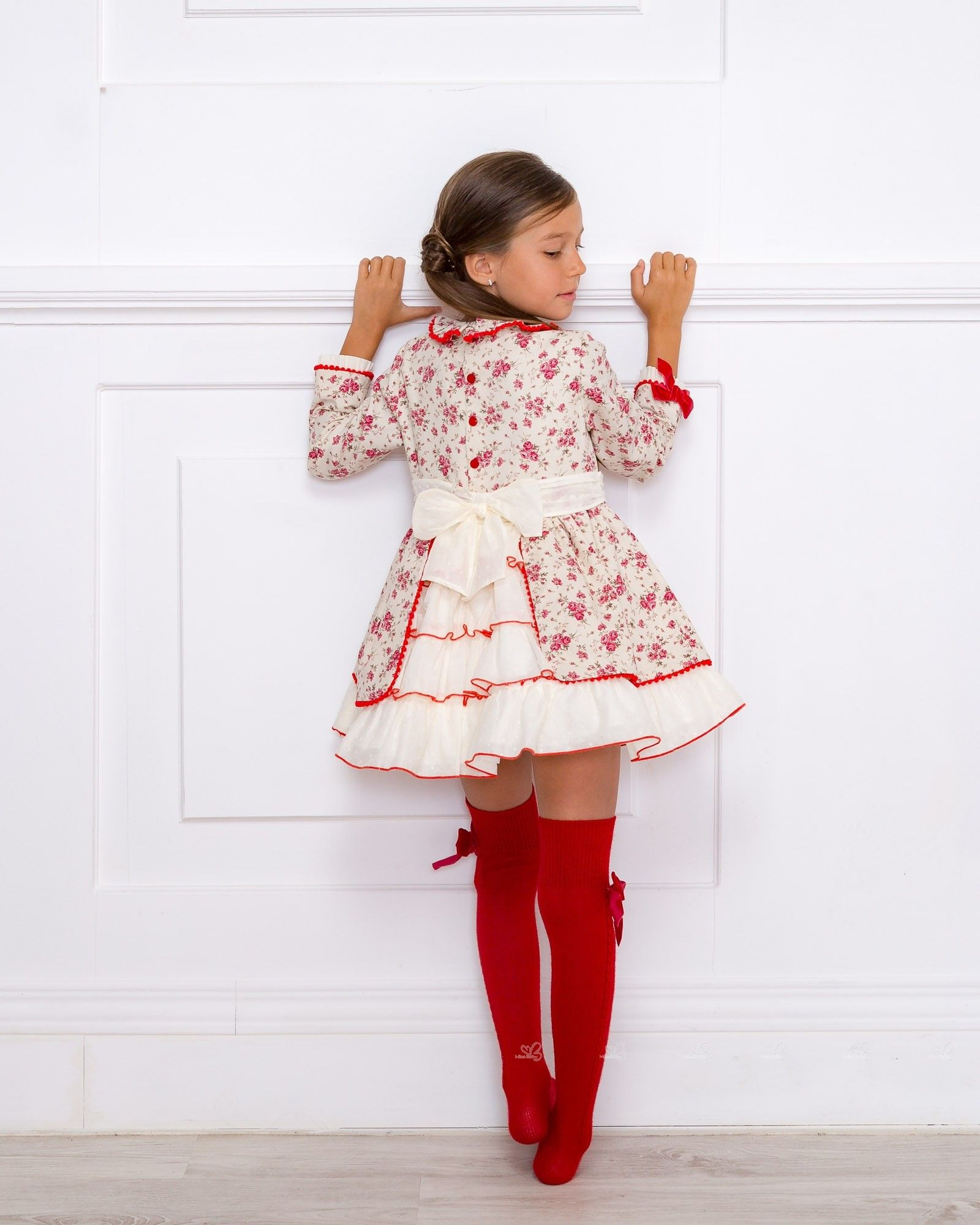 1e038d0a3 Outfit Vestido Estampado Floral Rojo con Calzas Rojas | Cute girls ...