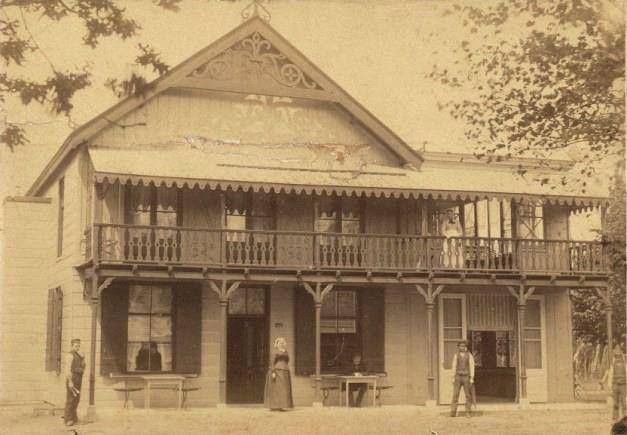 Hotel De Berg, daar waar nu het Berghotel staat 1890