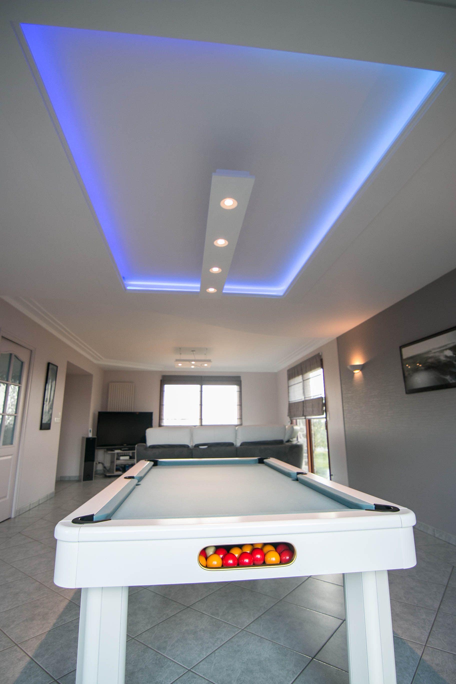 Utilisez les profils lumineux pour une ambiance tr s for Staff decoration plafond