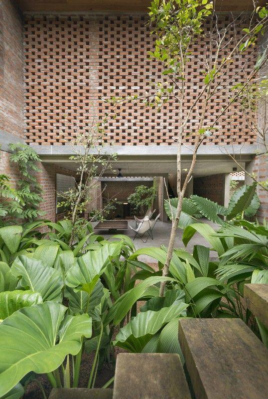Sri Lanka Palinda Kannangara built an artist's residence in the pad s