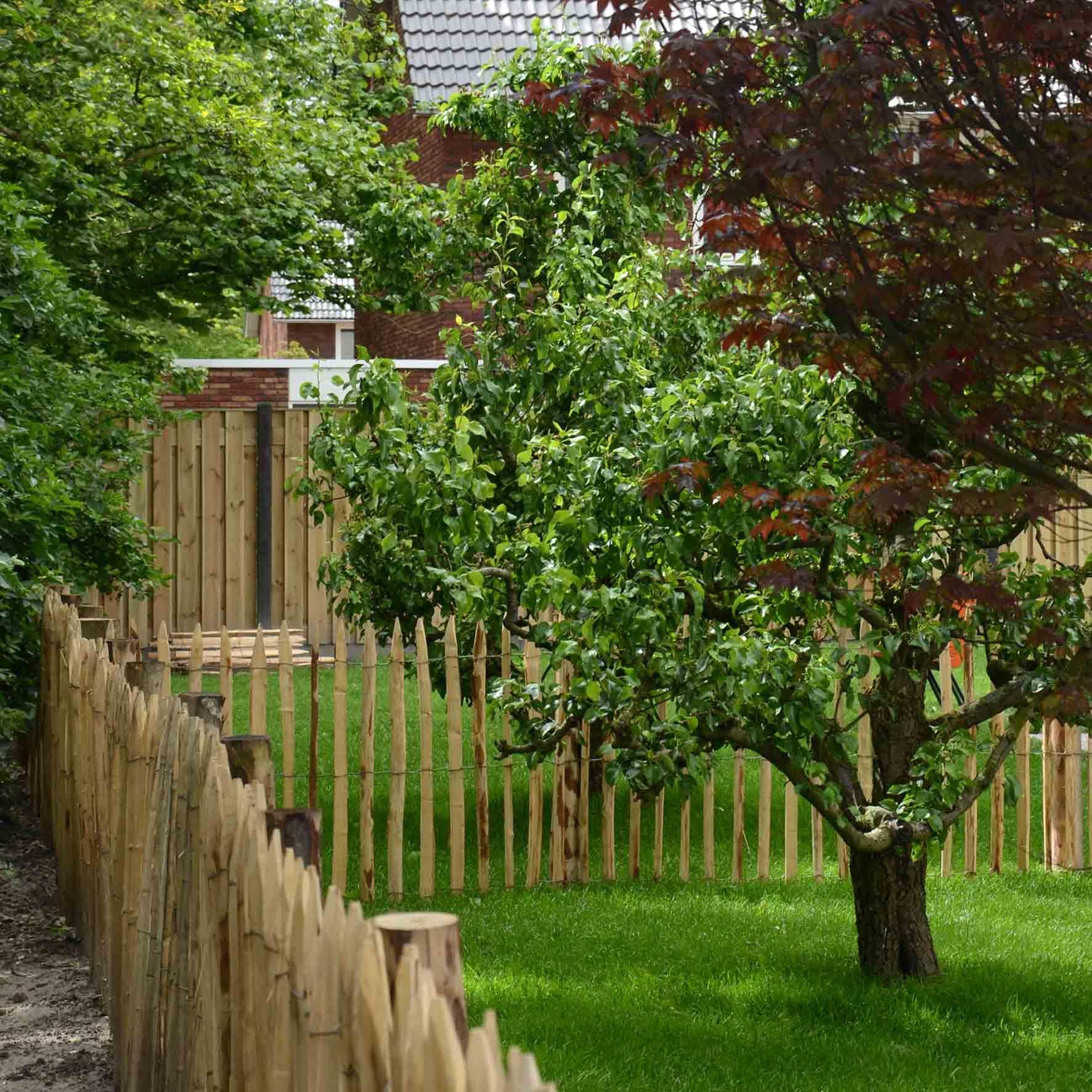 Verwonderlijk De 'achterste tuin is voorzien van oa fruitbomen,schapenhekjes en VT-67