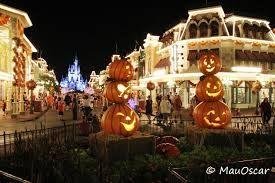 Resultado de imagem para decoração das casas em NY halloween