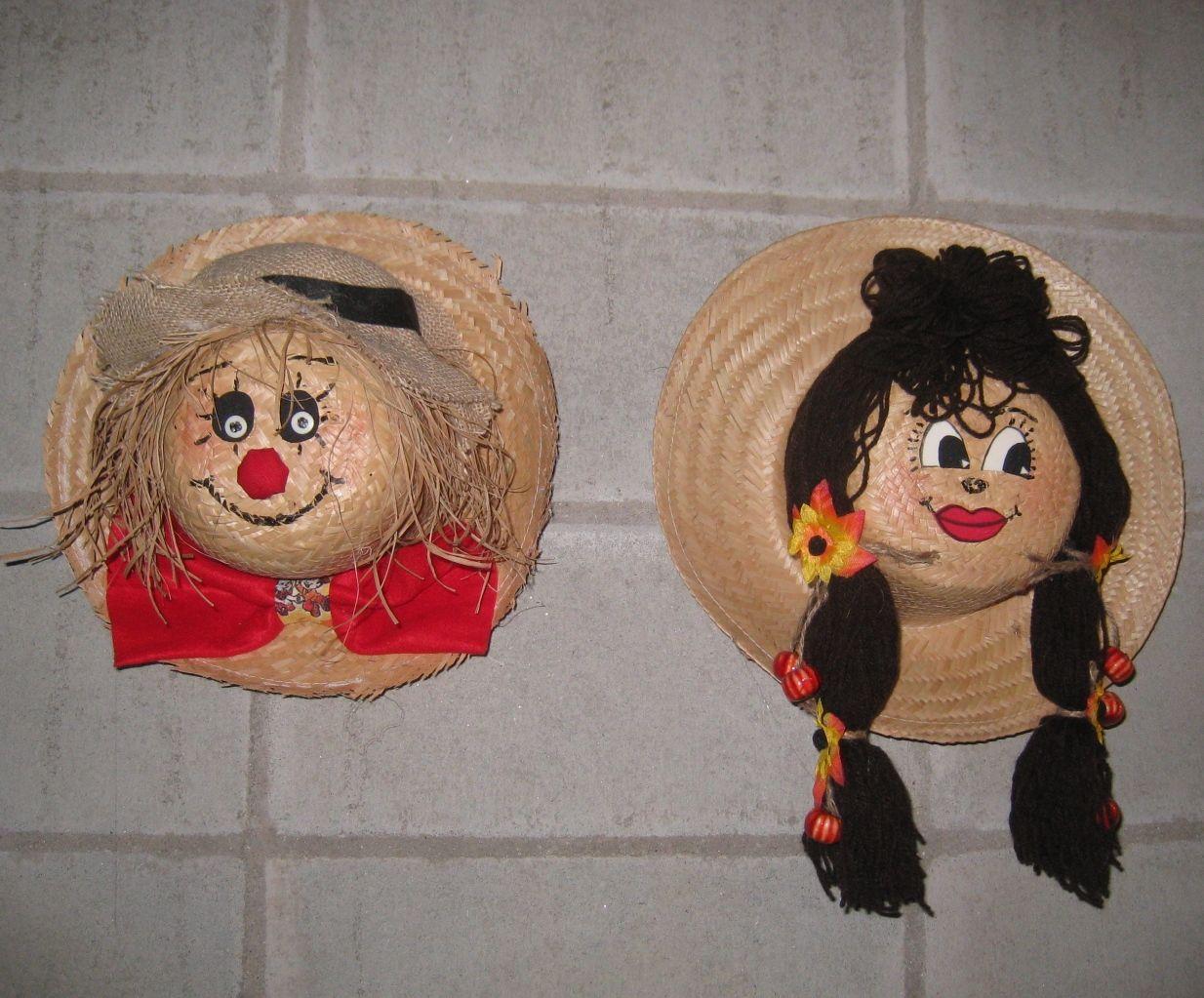 Espantalhos feitos em chapéu - Castorina