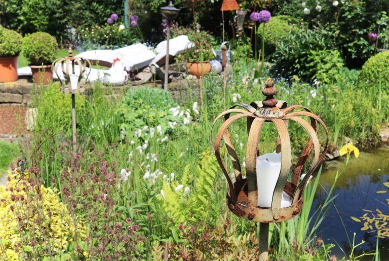 Uber Den Gartenzaun Geschaut Ein Naturnaher Garten Zum Traumen Und Verweilen Gruneliebe Naturnaher Garten Garten Pflegeleichter Garten
