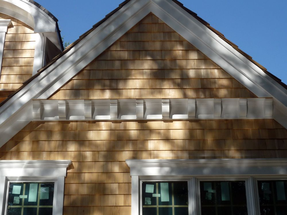 Corbels And Shingles At Gable New England Shingle Style