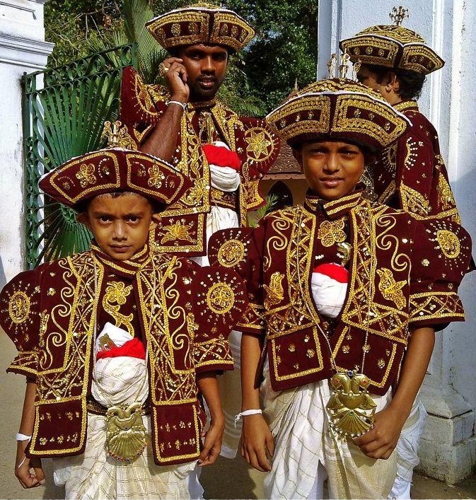 Vestimenta típica de la familia de los novios en Sri Lanka.   Bodas ...