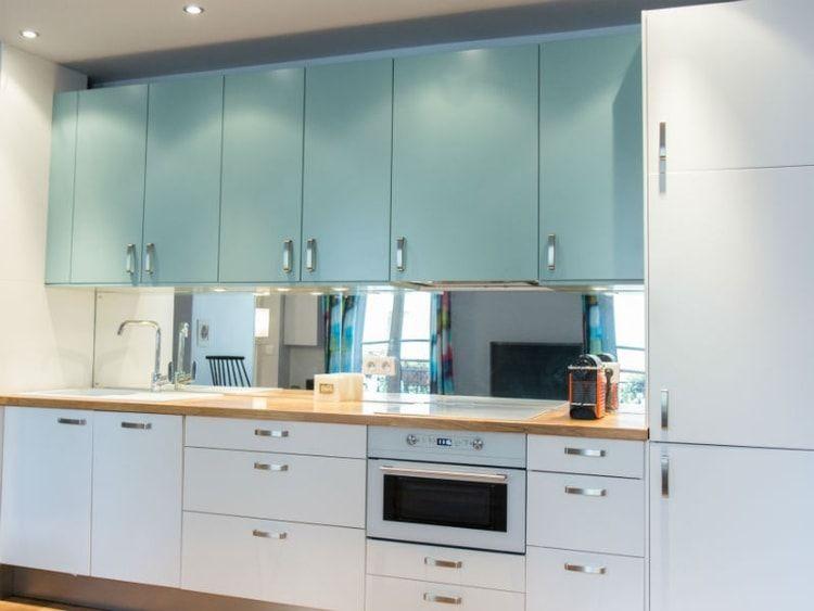 une cuisine en deux teintes par le d corateur philippe carillo petite cuisine ikea idee deco. Black Bedroom Furniture Sets. Home Design Ideas