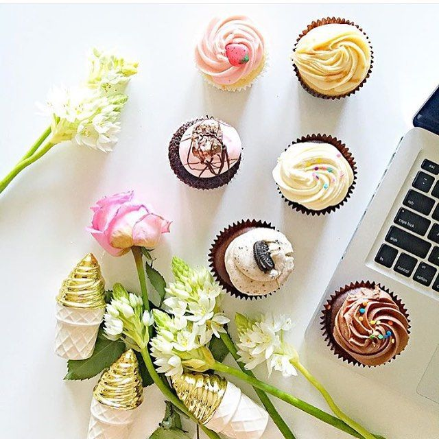 Gosh!  I wish my workspace was littered with cupcakes like this!  Absolutely amazing photo by @thestylistsplash of her afternoon tea!  #thecupcakequeens #cupcakespoils #workspace #cupcakes #chocolate #strawberry #caramel #ohmy