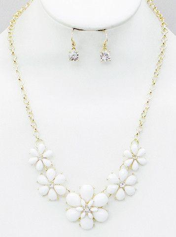 White Flower Statement Necklace Jaebee Jewelry Necklaces White