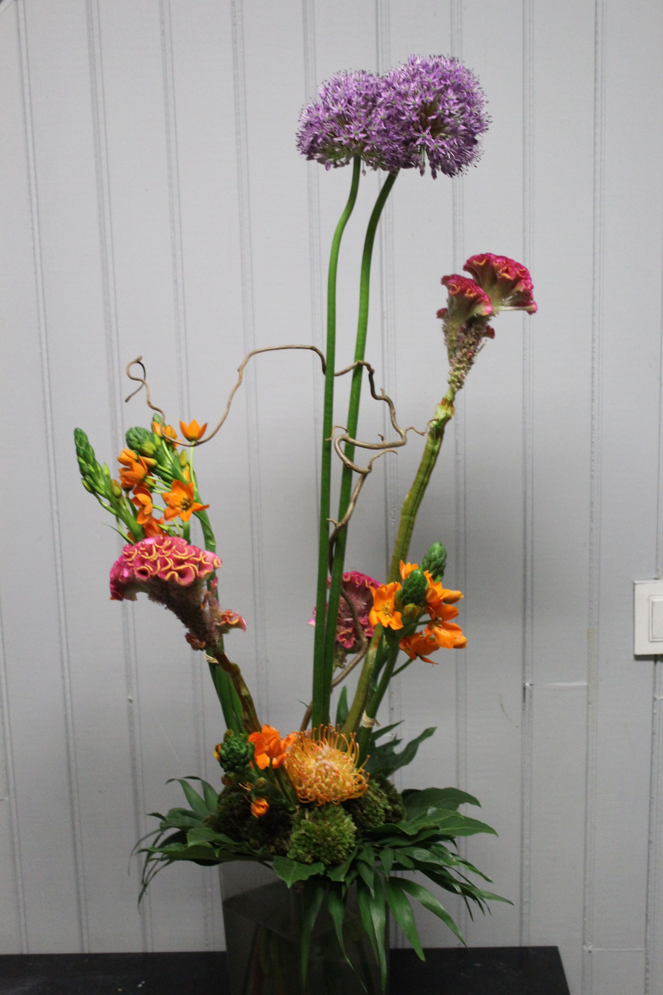 Premier Bouquet De Style Lineaire Expression Verticale Graphique Realise Par Les Cap 1 Ere Annee Avril 2019 Cfa Blagnac France Floral Art Floral Plants