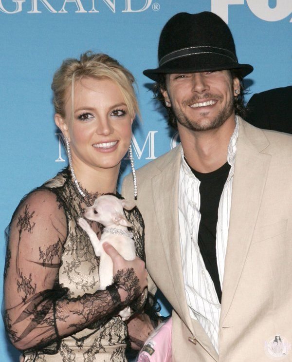 Britney Spears and Kevin Federline at Billboard Music Awards 2004 d610404794a