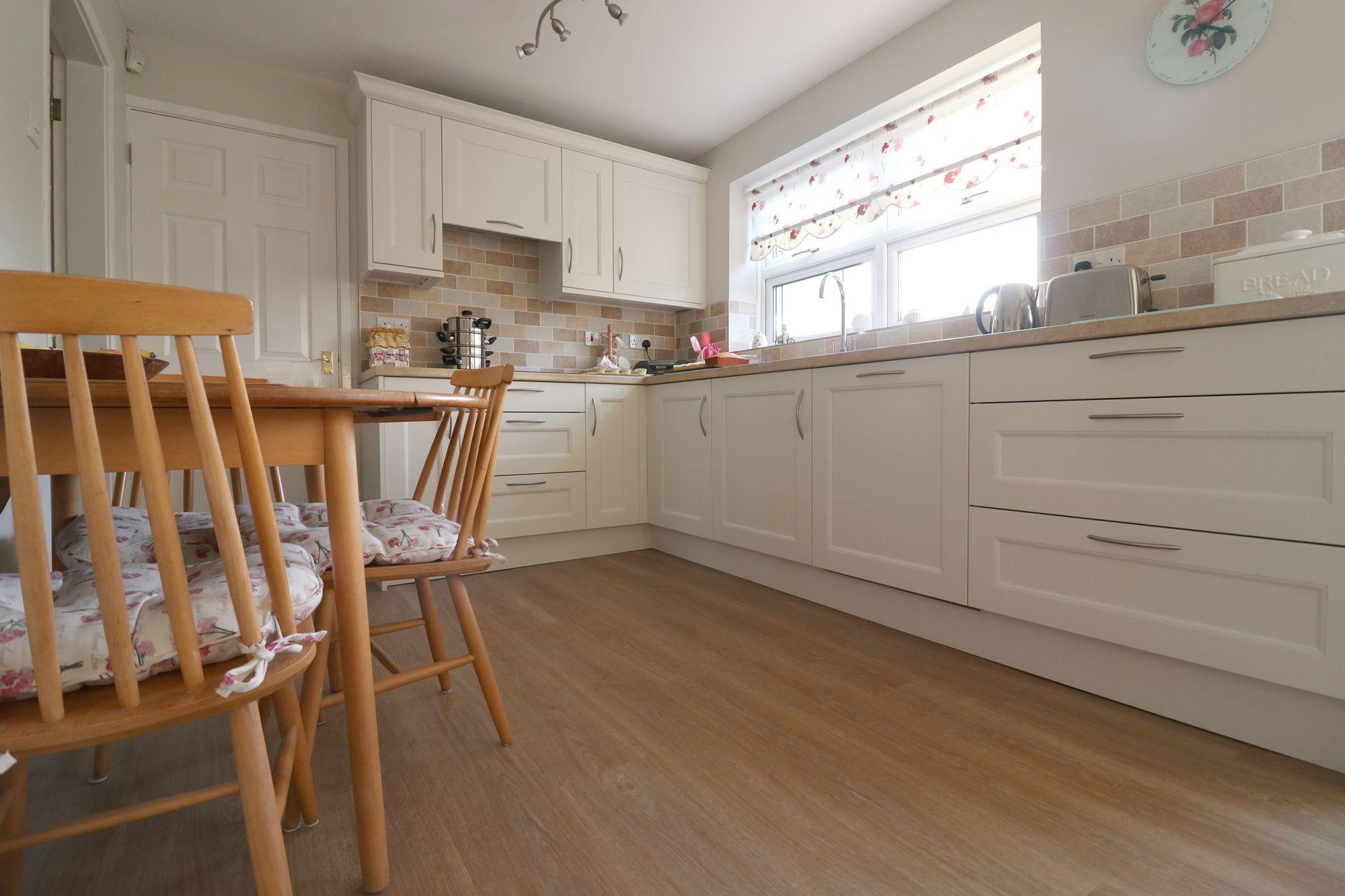 Classic traditional white kitchen | White kitchen ...