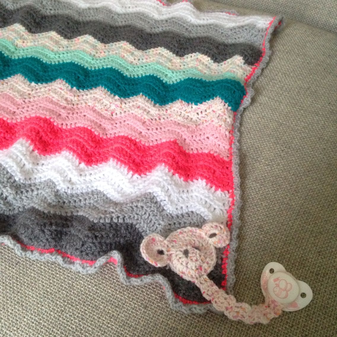 Zickzack Chevron Muster Häkel Baby Decke Mit Schnullerband Elefant