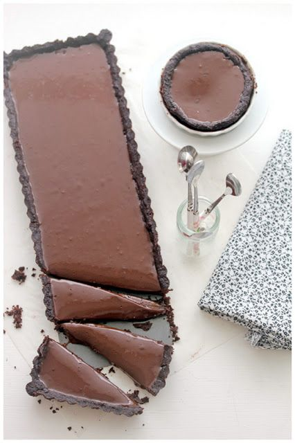 I don't even like chocolate, but how beautiful is this Earl Grey Caramel Chocolate Tart?!