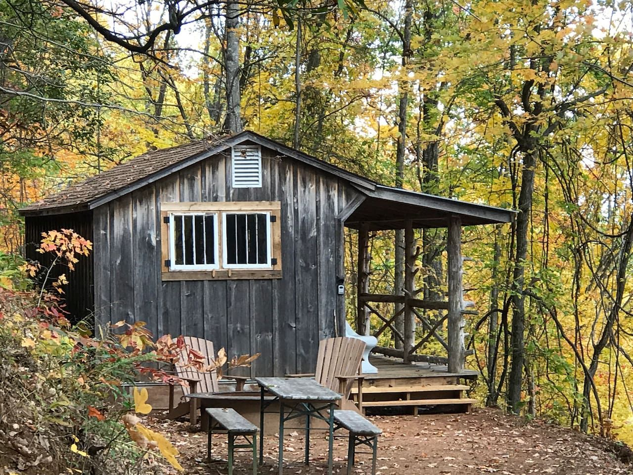 Pisgah Highlands Off Grid Cabin In The Woods Cottages For Rent In Candler North Carolina United Sta Cottage In The Woods Cabins In The Woods Off Grid Cabin
