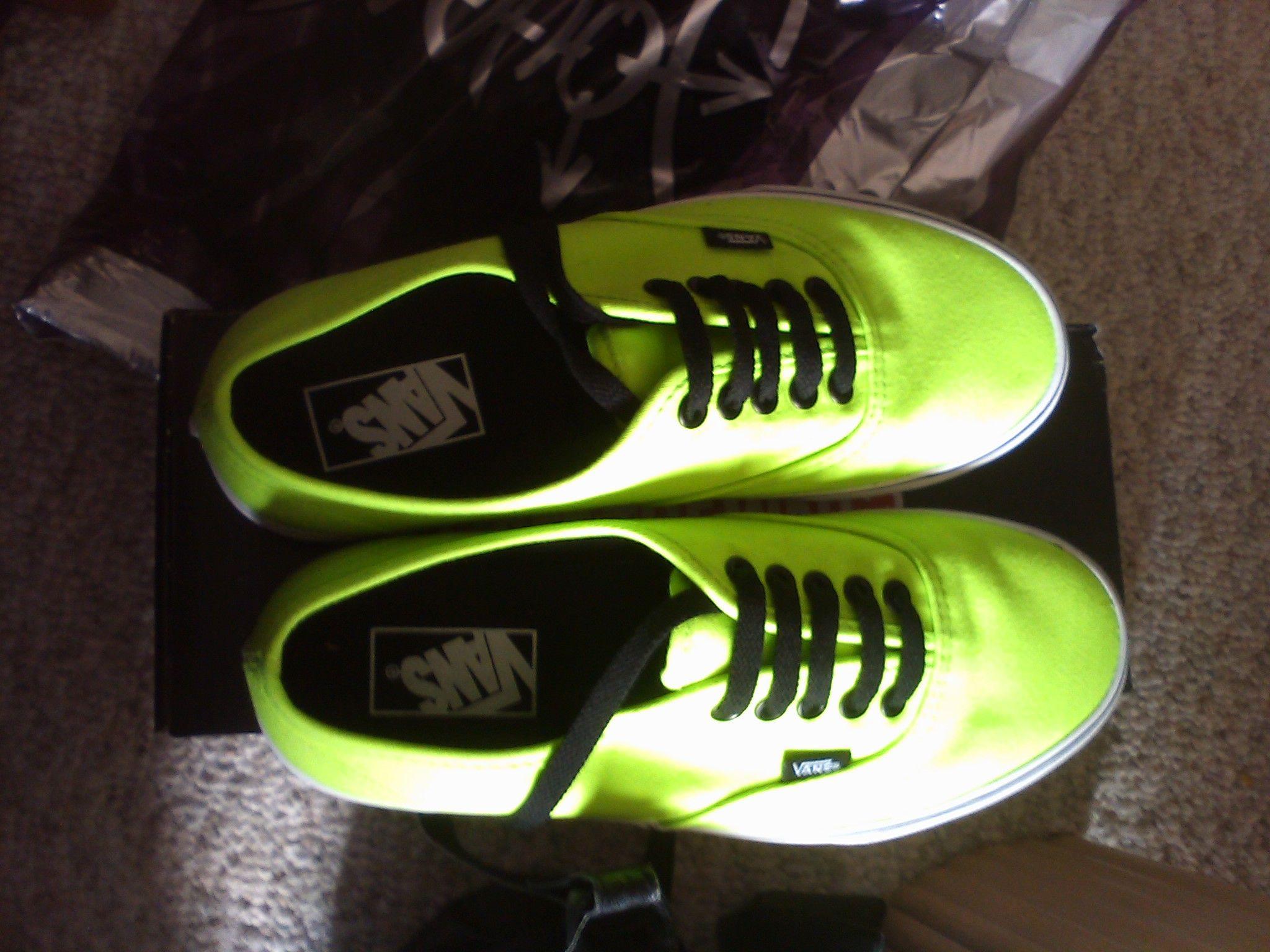 Sick kicks (for the ladies) neon edition  [round 1]