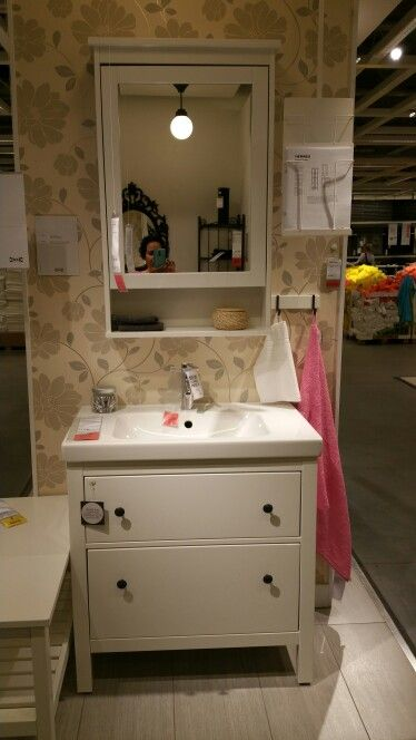 Ikea hemnes | Badezimmer mit Dusche und WC ausgestattet | Badezimmer ...