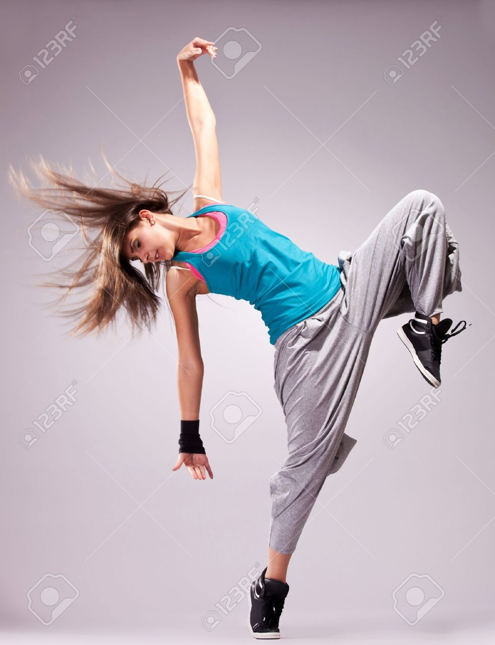 Beautiful Dance Pose Of A Young Woman Dancer With Fluttering Dance Poses Dance Photography Poses Poses