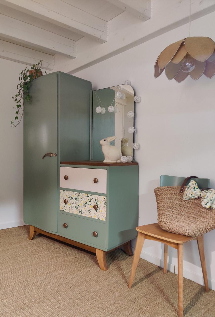 Armoire Vintage Violaine Relooking De Meubles Nantes En 2020 Mobilier De Salon Relooking Meuble Meuble Vintage