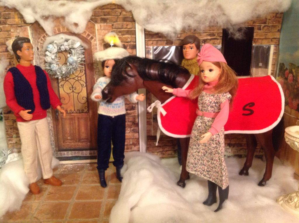 (femmdeloisirs) Sindy doll's horse...warm and cosy for the winter.