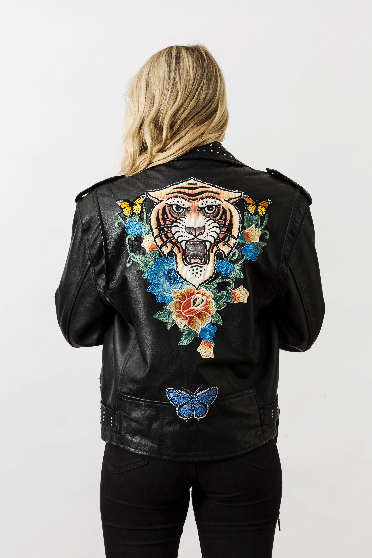 Denim and bone tiger embroidered vintage leather jacket cazadoras