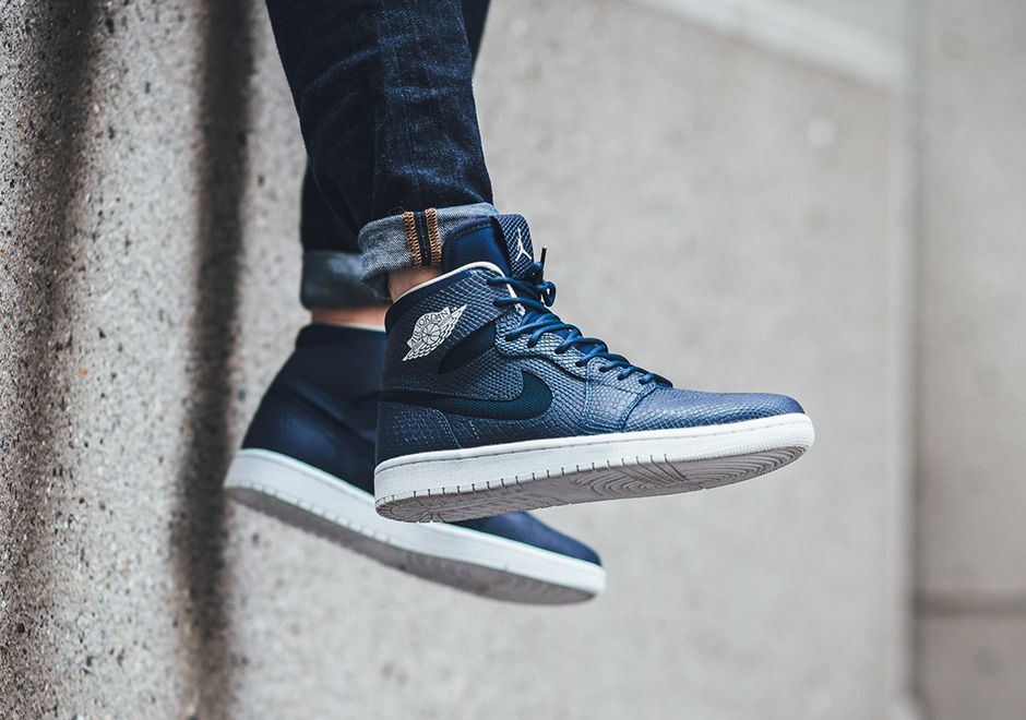 Air Jordan 1 High Nouveau With Navy Blue Snake Uppers Air