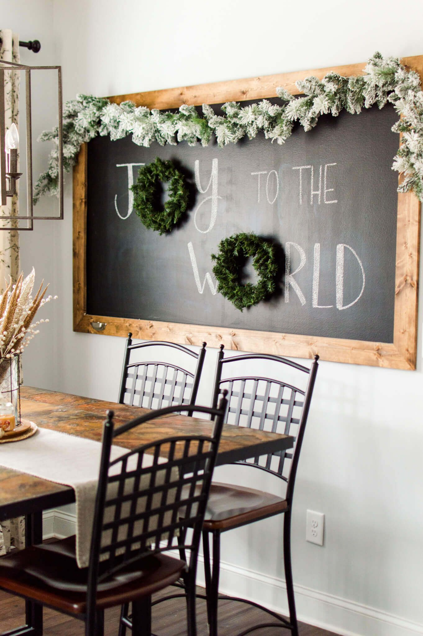 Christmas Chalkboard in the Breakfast Nook | A Hosting Home