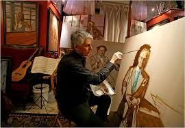 Aqui está um homem com uma tela praticamente pintada , ele deve estar dando retoques finais.