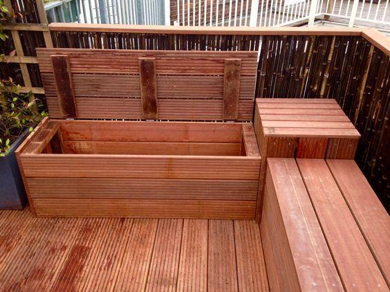 Loungesofa mit praktischem Stauraum für eine Dachterrasse oder einen Balkon. - Fleur Poiesz #kleinerbalkon