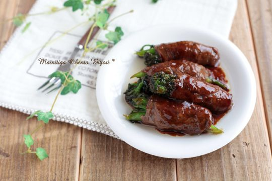 Broccoli wrapped in thin beef slice, rolled in potato starch and pan fried with soy sauce, sake, honey and oyster sauce.
