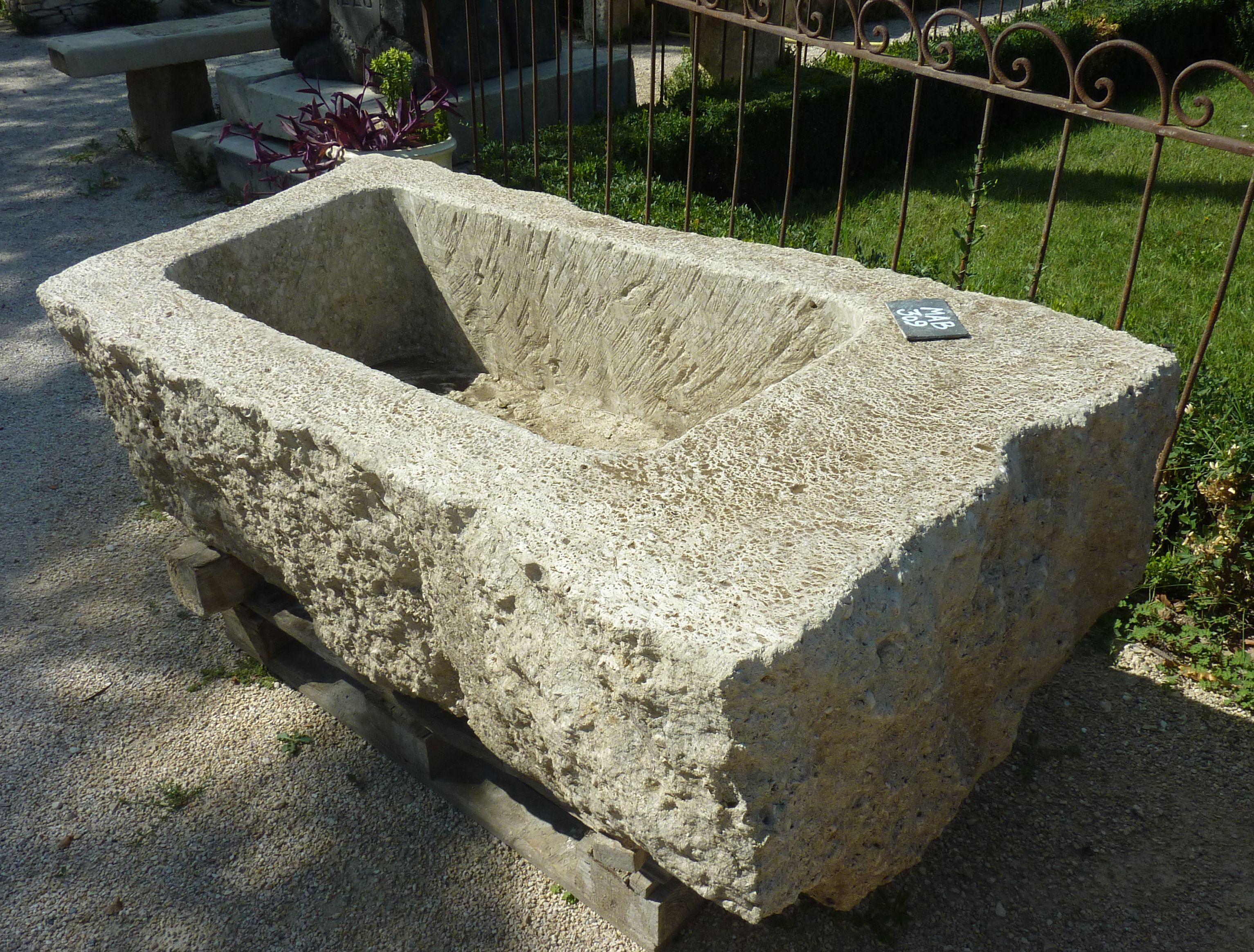 Beau bac ancien réalisé en pierre d Avy pierre ingélive et