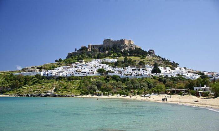 Playa y pueblo medieval de Lindos