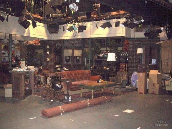 """""""Central Perk"""" on the set of Friends. https://t.co/TP1lRUDR7i"""
