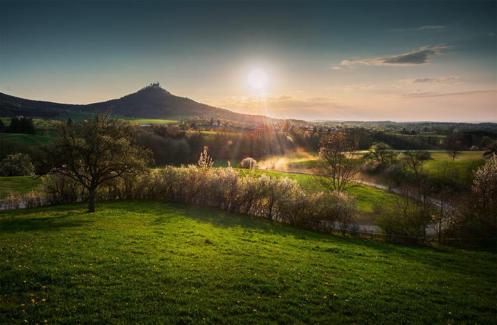 Ein Ausblick Auf Die Burg Hohenzollern By Ivan Plettser 500px In 2020 Ausblick Burg Sonnenuntergang
