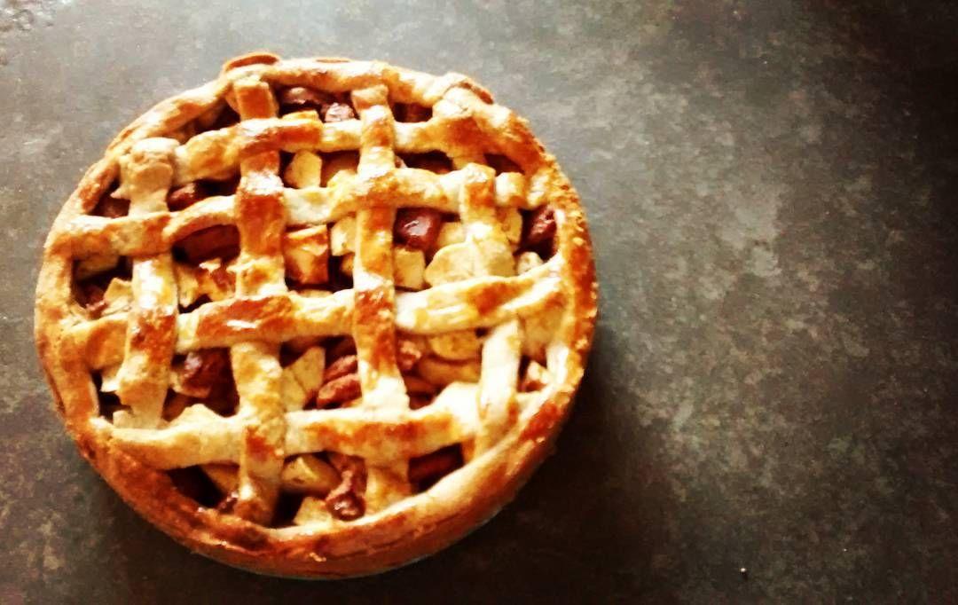 Homemade Apple Pie! With 'speculaas'. For my brother huis birthday #applepie #homemadepie #pie #apple #food #birthday #speculaas #appeltaart #appelspeculaastaart #verjaardagstaart #taart #appel