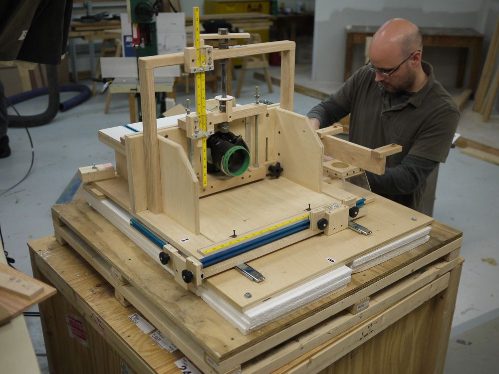 Httpwoodesigner provides great advice and also we get some pretty interesting items in the mail but this homemade horizontal router table really takes the cake greentooth Images