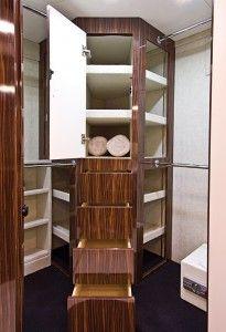 Foretravel IH45 bathroom storage