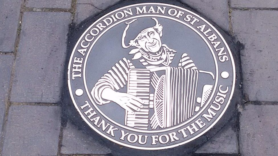 Life Of Accordion Man Is Honoured Commemorative Plaque St Albans Commemoration