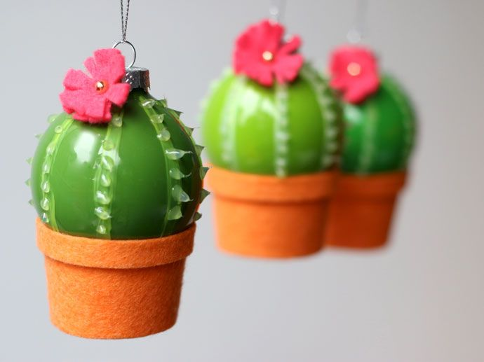 after making some cactus christmas stockings last week i thought it was only fitting to make some mini cactus tree decorations too