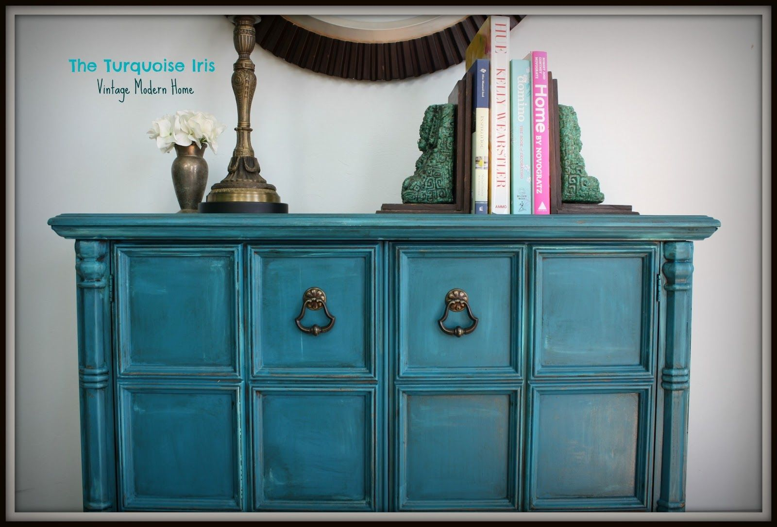 Loving this color! The Turquoise Iris: Teal Vintage Foyer Table