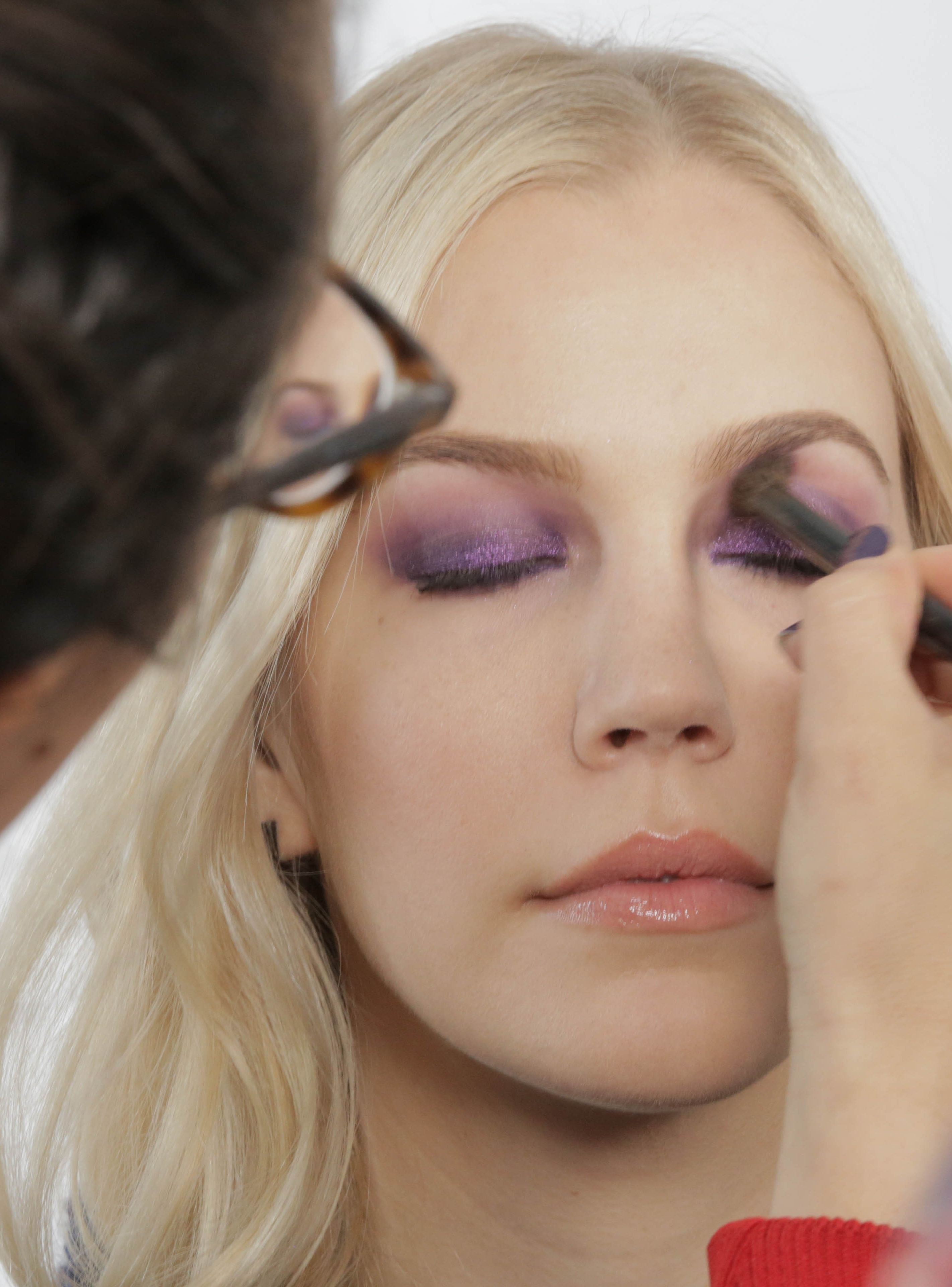 How to Wear Glitter Makeup—Like anAdult recommendations