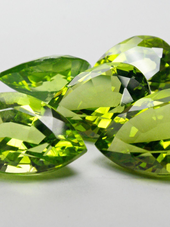 August is for peridot — the stone of compassion 💚 ⠀ ⠀ #nataliebarney #nataliebarneyjewellery #augustbirthstone #peridot #greengemstone #gemstonejewellery #gemstonejewelry #colouredgemstonejewellery #colouredgemstonejewelry #gemstonelover #jewelleryaddoct #jewellerycollector #sydneyjeweller