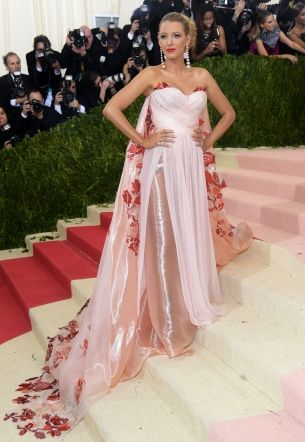 This is who ditched the dress code at the 2016 Met Gala : Sure, there were robots. But a slew of famous faces went in a non tech-themed direction for the famous party, too.