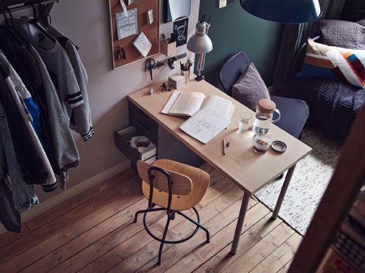Ein schräger Blick in den Raum, zu sehen u a KULLABERG Drehstuhl - einraumwohnung einrichten zimmer gestalten