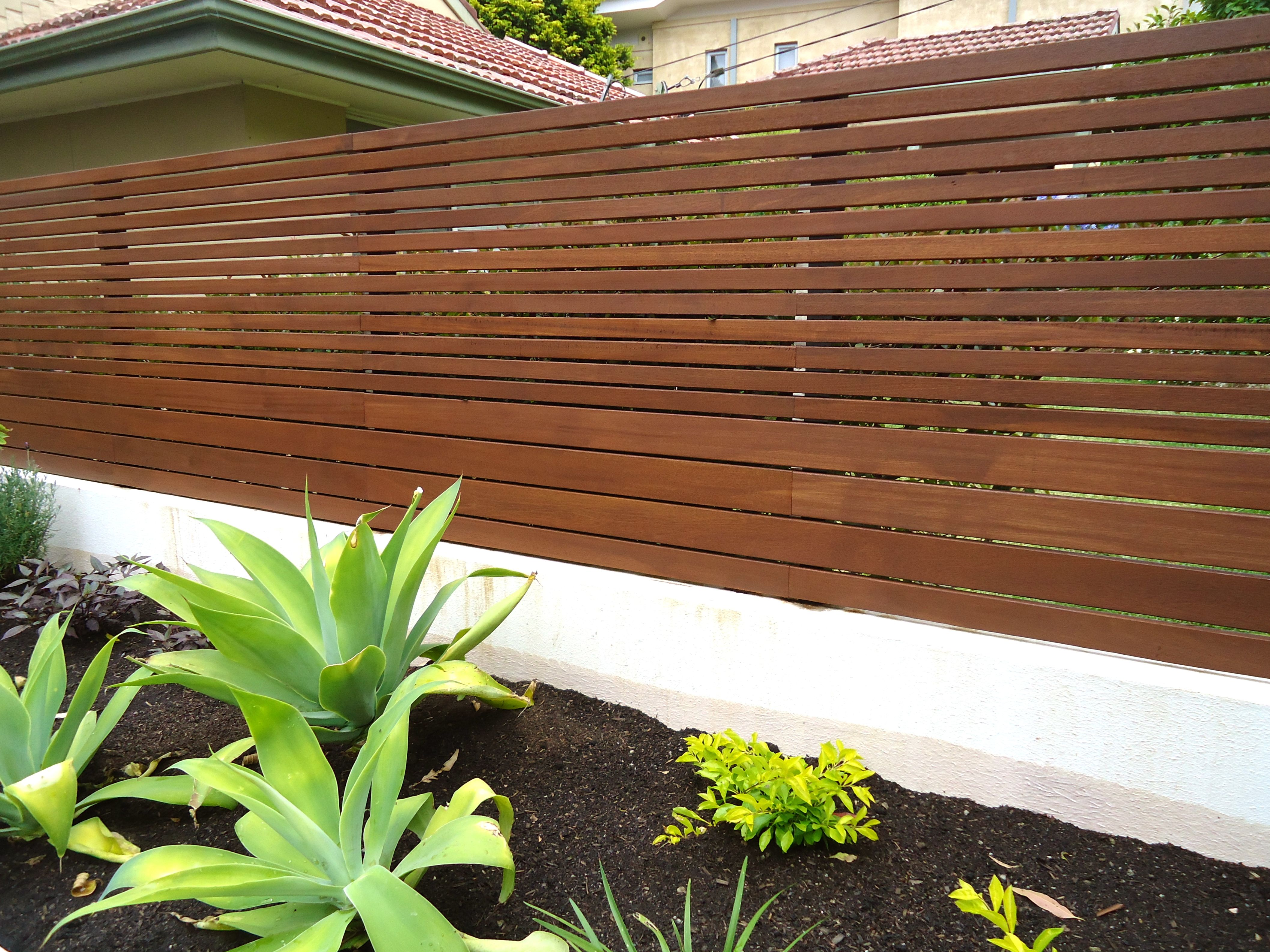 how to build wood slat fence